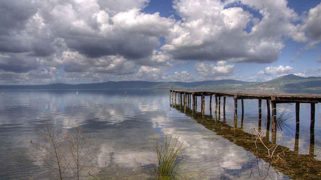 Lago di Bracciano. Foto Wikimedia Commons di Roberto Ferrari from Campogalliano (Modena), Italy