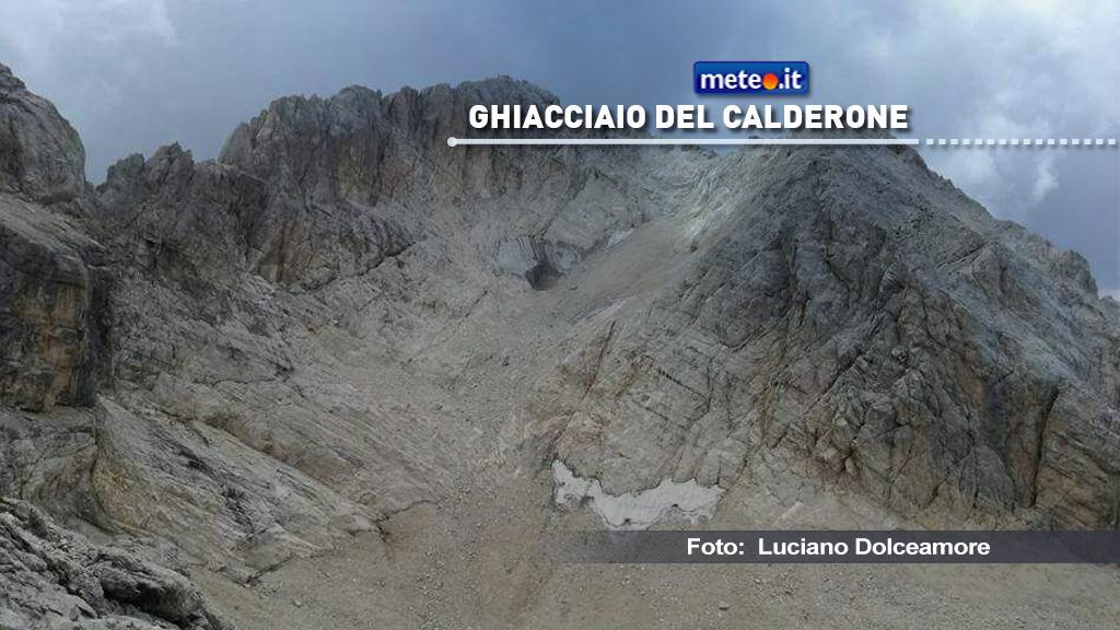 Uno strato di ghiaccio, spesso dai 15 ai 25 metri, si trova sepolto sotto i detriti