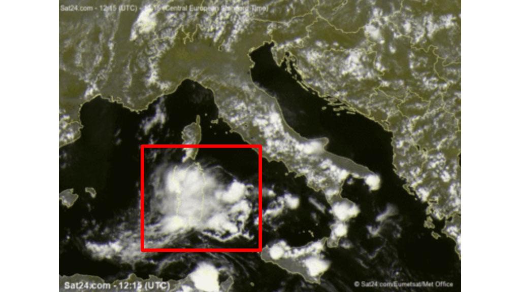 nubi circolari intorno alla Sardegna